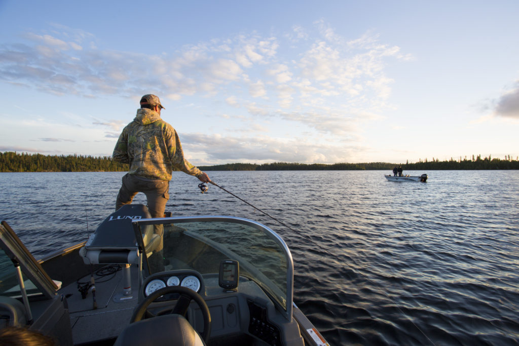 Drive in fishing superior country for Ontario drive in fishing lodges